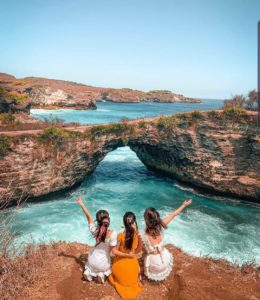 broken beach nusa penida tour west