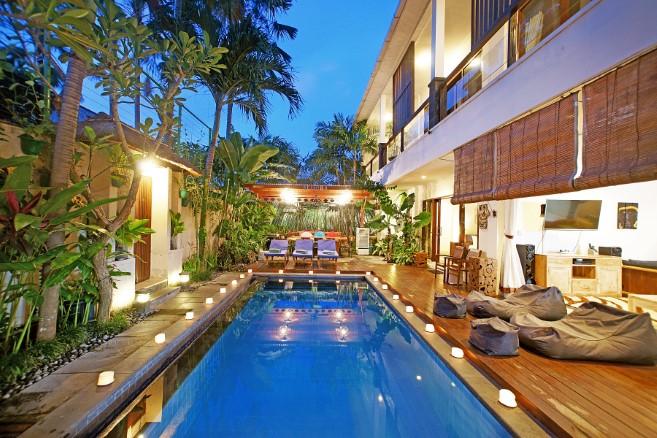villa alleira 5 bedroom living room pool 2