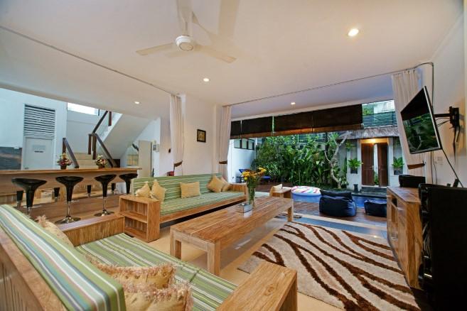 villa alleira 5 bedroom living room